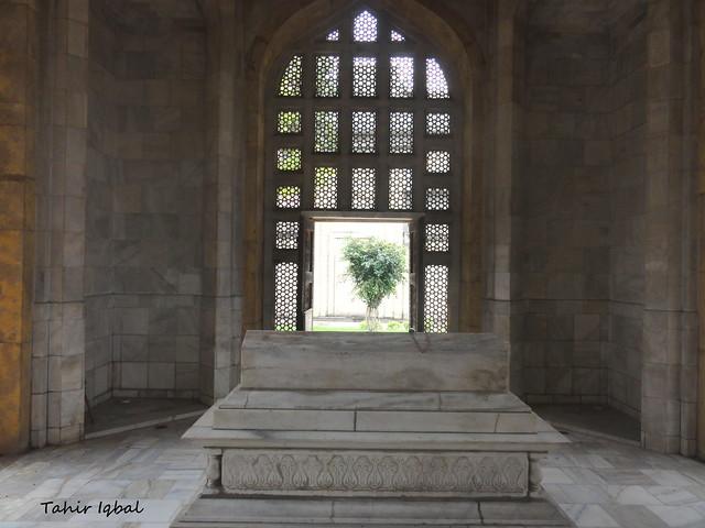 Inside Mausoleum | Mausoleum Of Sultan Qutab Ud Din Aibik ...