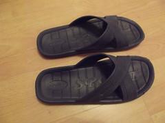 outdoor shoe(0.0), sneakers(0.0), shoe(0.0), footwear(1.0), sandal(1.0), flip-flops(1.0),
