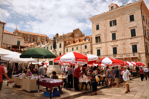 Morning market at Gundulić Square