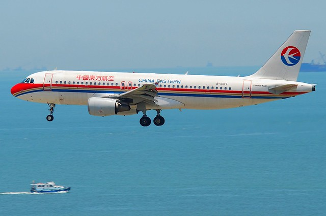 China Eastern Airlines Airbus A320-214; B-6017@HKG;04.08.2011/615id