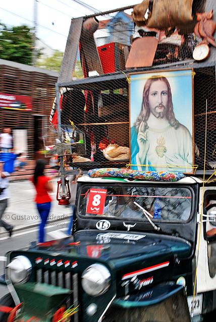 Imagen de un cuadro del Sagrado de Corazón de Jesús sobre un Yipao