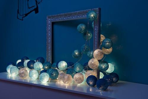 guirlande de 50 boules (bleu ciel, bleu poudré, bleu roi, argent, turquoise)