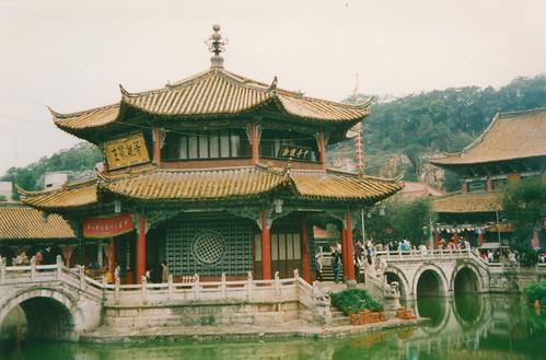 Kunming, Yuantong Temple, octogonal pavilion