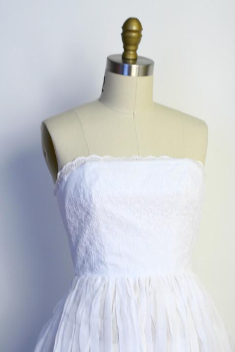 Vintage 50s White Eyelet Embroidered Strapless Full
