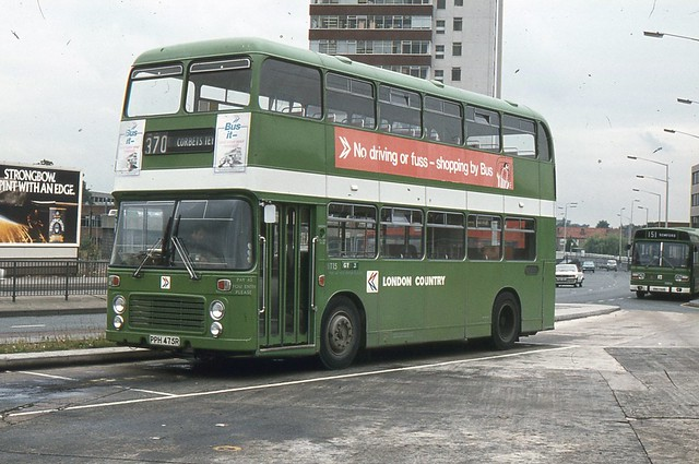 London Country Bus services . BT15 PPH475R . Romford ...