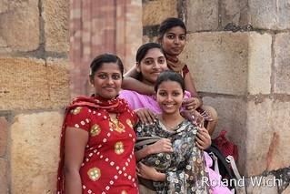 Delhi - Pretty visitors to Qutb Minar