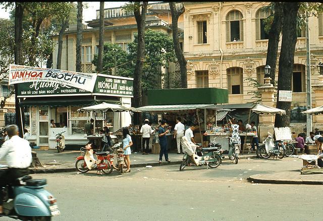 Saigon 1970 - Bưu Điện Trung ương - Kiosk Bánh mì Hương Lan