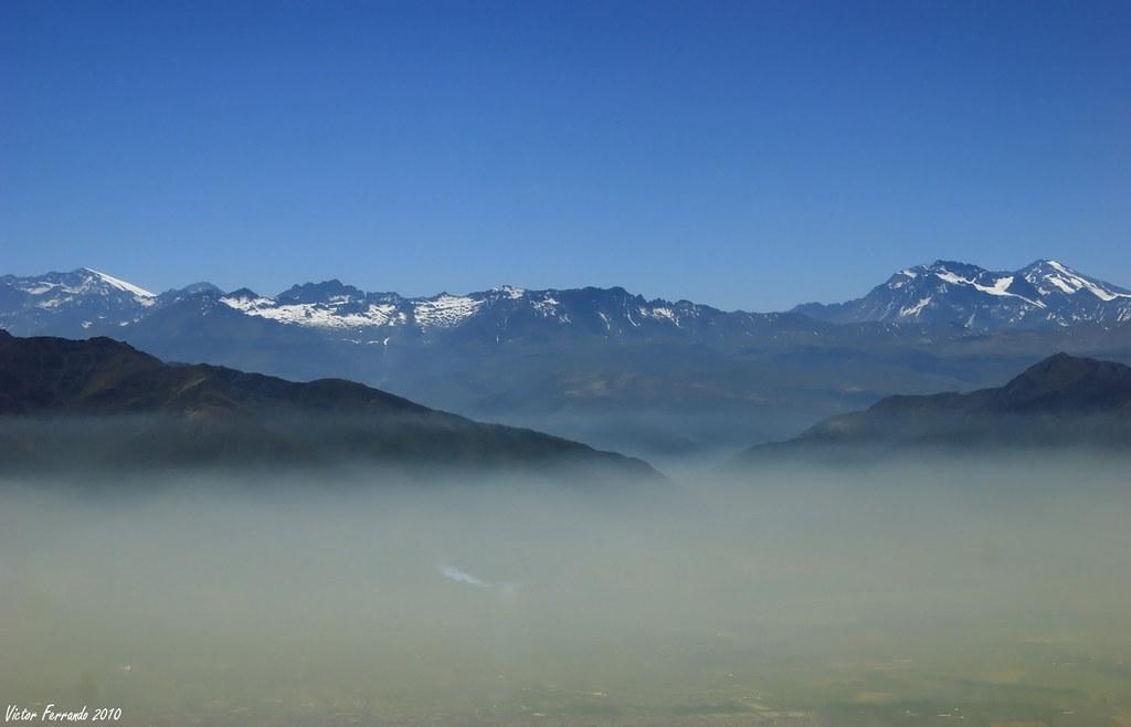 Saliendo de la nube de contaminación que cubre Santiago de Chile