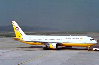 Royal Brunei Airlines Boeing 767-300; V8-RBH@ZRH;14.10.1994
