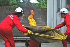 Esercitazione pratica di spegnimento con Coperta Antifiamma presso la Firest S.r.l.