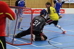 roller hockey(0.0), roller in-line hockey(0.0), street sports(0.0), ice hockey(0.0), ice hockey position(0.0), box lacrosse(0.0), stick and ball games(1.0), floor hockey(1.0), sports(1.0), team sport(1.0), hockey(1.0), player(1.0), floorball(1.0), ball game(1.0), athlete(1.0),