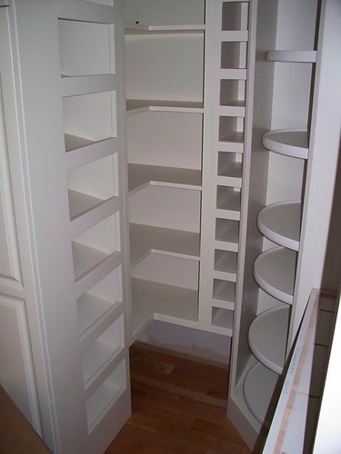 Kitchen layout corner pantry for Corner kitchen pantry ideas