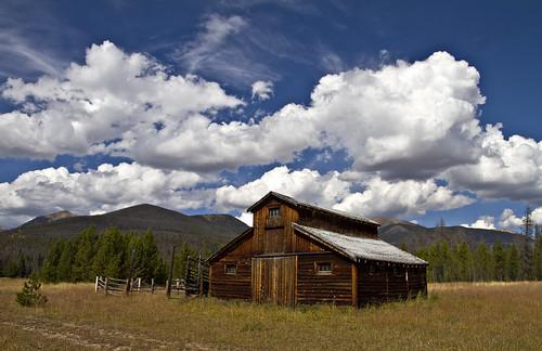 clouds colorado barns co rmnp rockymountainnationalpark rickymountains bettydickbarn