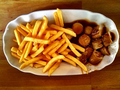 poutine(0.0), vegetarian food(0.0), meal(1.0), junk food(1.0), vegetable(1.0), fried food(1.0), currywurst(1.0), steak frites(1.0), produce(1.0), french fries(1.0), food(1.0), dish(1.0), cuisine(1.0), snack food(1.0), fast food(1.0),