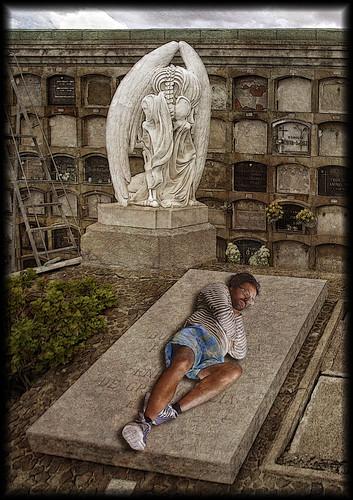 Durmiendo bajo el beso de la muerte