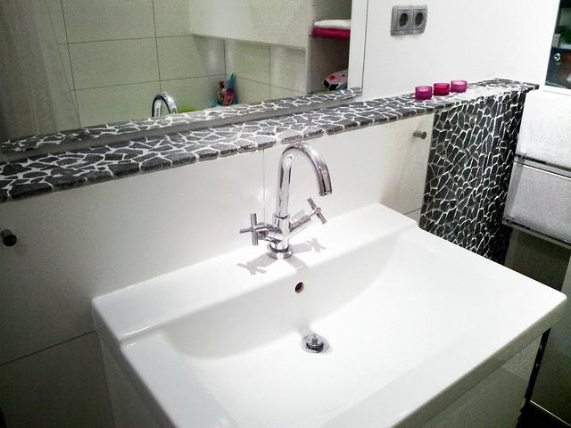 Kosten Totale Badkamer ~ Badmeubel met spiegel en kraan  Kraan met kruisgreep Wastaf