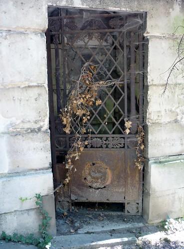 Paris SEPT2011 Pere Lachaise Cemetery gate door