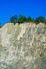 Orgues basaltiques sur ciel bleu