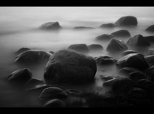 sea bw water fog finland bravo wasser finnland nebel slow stones steine sw verkaufen lauttasaari felsen langzeitbelichtung longtime nd110