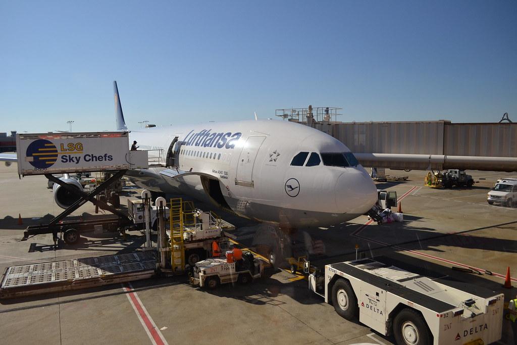 Lufthansa A340-300 D-AIGH