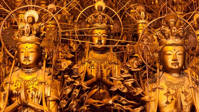 1001 statues of Kannon : Sanjusangendo temple, Kyoto, Japan / Japón