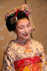 geisha(1.0), hairstyle(1.0), clothing(1.0), tradition(1.0), woman(1.0), female(1.0), peking opera(1.0), costume(1.0), person(1.0), pink(1.0),