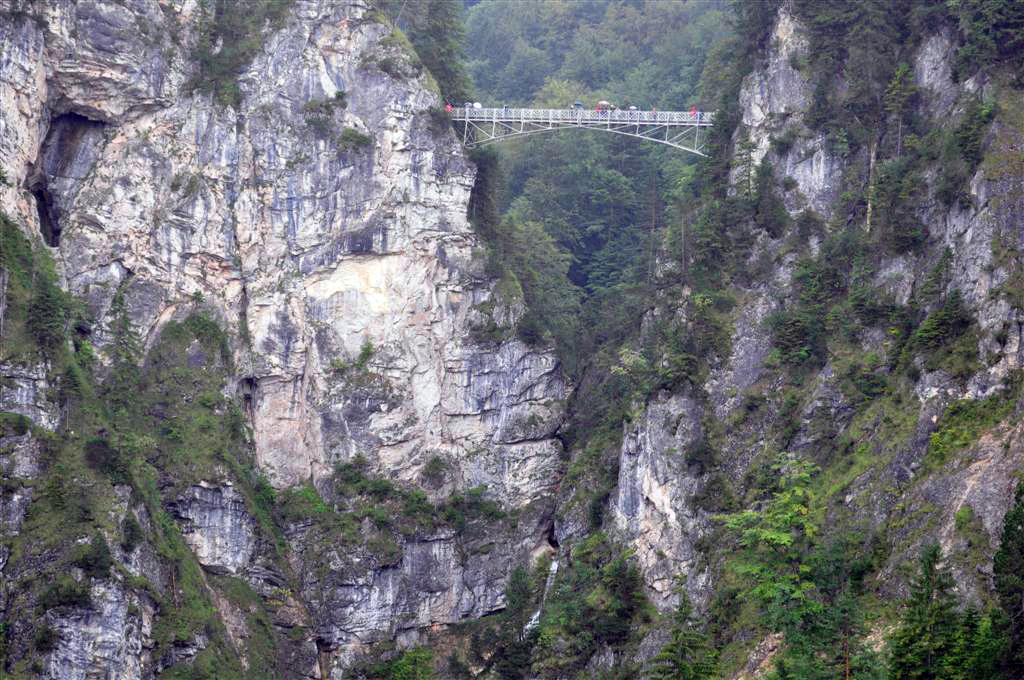 Puente de María (Marienbruecke), entre una profunda garganta entre montañas schwangau, la villa de los castillos reales de ensueño - 6178432364 7ce1bfd50b o - Schwangau, La villa de los Castillos Reales de ensueño