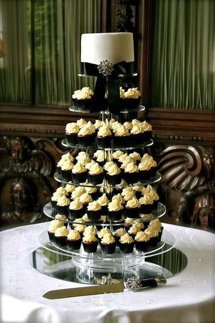 Black White Wedding Cupcake Tower I had two weddings at the same venue