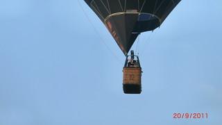 das Luftschiff schwebte kaum noch 2000 Fuß über dem Meere Ballon 077