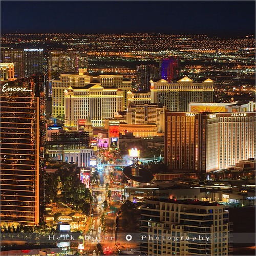 city light usa tower skyline america canon lights town view lasvegas nevada bluehour viewpoint meijer lv stratosphere henk stratospheretower citycape floydian canoneos1dsmarkiii