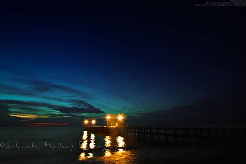 india man sunrise coast pier alone jetty earlymorning wave boulder quay seashore pondicherry beachroad seabeach canonefs1022mmf3545usm puducherry canon450d enjoyingview givetimeabreak enjoyingsunrise boulderplatform