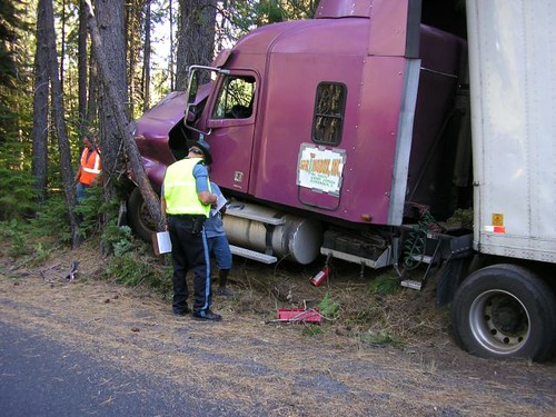 Stupid Truck Driver of the Week Photo