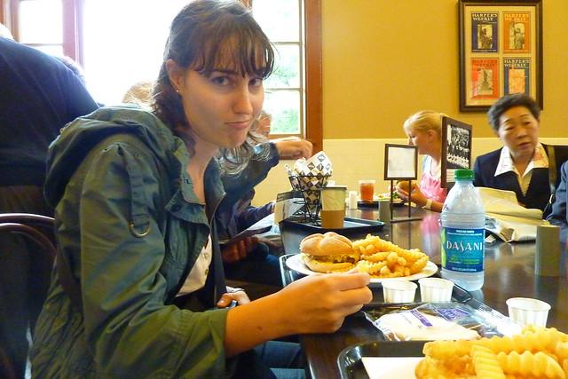 0326 - Comiendo en Ellis Island