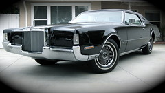 rolls-royce phantom(0.0), lincoln continental mark v(0.0), automobile(1.0), automotive exterior(1.0), lincoln motor company(1.0), lincoln mark series(1.0), vehicle(1.0), automotive design(1.0), full-size car(1.0), lincoln continental(1.0), sedan(1.0), land vehicle(1.0), luxury vehicle(1.0),