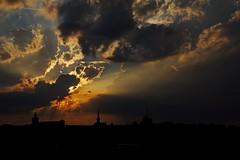Coucher de soleil un soir d'orage crépuscule