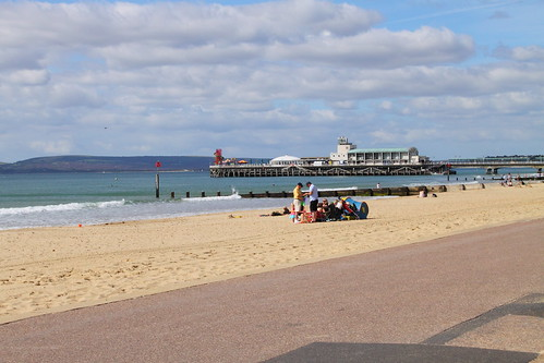 A quiet start to the morning on Bournemouth beach