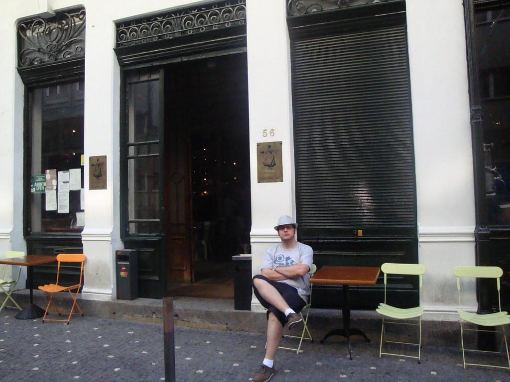 Sentado En La Terraza De Las Galerías París Ricardo Mena