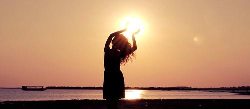 sunset brazil sun love luz sol girl brasil lago nikon foto mulher felicidade campo luzes fotografia menina cabelo vestido nikond3000 sihueta
