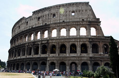 basilica(0.0), palace(0.0), baptistery(0.0), roman temple(0.0), triumphal arch(0.0), amphitheatre(1.0), classical architecture(1.0), ancient roman architecture(1.0), arch(1.0), ancient history(1.0), historic site(1.0), tourism(1.0), landmark(1.0), architecture(1.0), ancient rome(1.0),