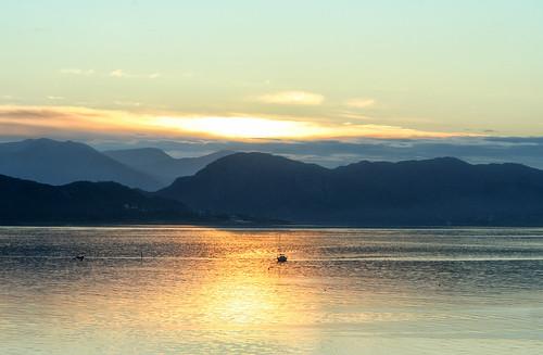 sea mountains beauty norway sunrise dawn golden boat scenic peaceful fjord ålesund aalesund larigan valderøyfjord phamilton ginordicaug