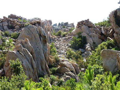 Castellu Muratu : l'entrée et l'enceinte Nord des fortifications