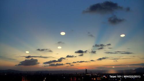 Taipei 101 35F STARBUCKS, 反雲隙光(Anticrepuscular rays)