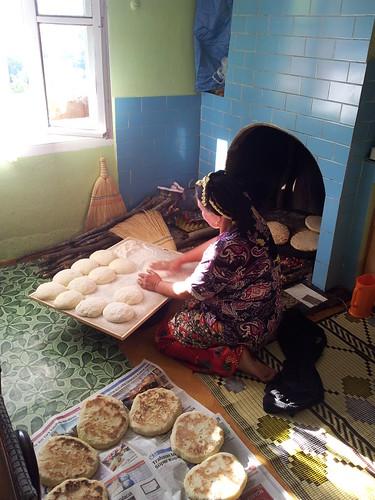 Fekete-tengeri faház (fél-tradicionális). És sülő kenyér! Nyami!