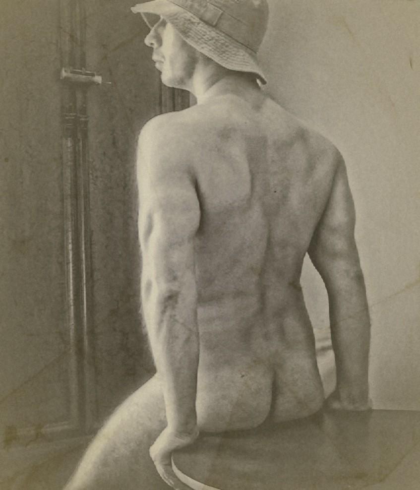 Back of a Nude Man Wearing Hat / Espalda de hombre desnudo con sombrero (Digital Art. 2011)