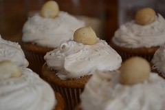 Spiced Cupcakes with Vegan Cream Cheese Frosting