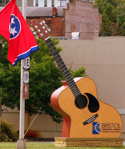 Oversized Guitar w/ Tennessee Flag - Bristol