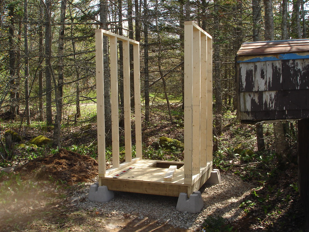 PLANS FOR BUILDING A OUTHOUSE Floor Plans