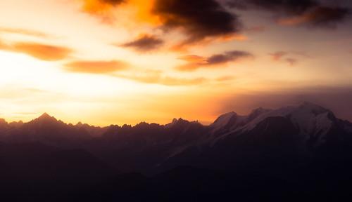 light orange sun mountain nature alpes sunrise nikon hiking hike mtblanc laclusaz aravis toning d60 tardevant