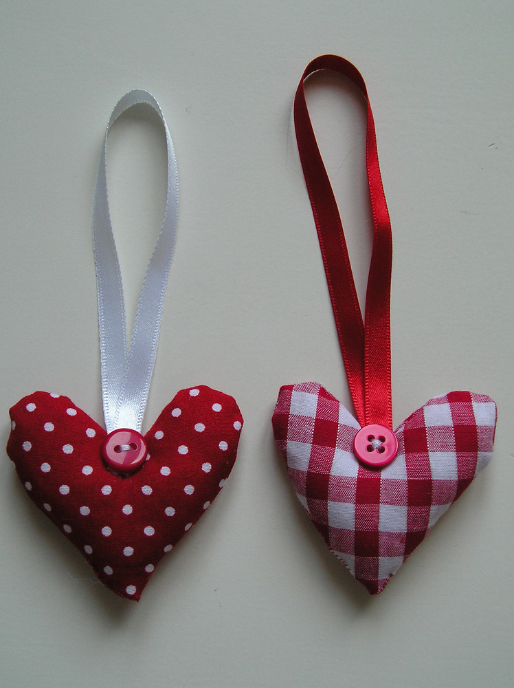 Set of 2 small heart decorations.