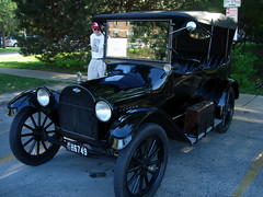 ford model a(0.0), sedan(0.0), automobile(1.0), wheel(1.0), vehicle(1.0), touring car(1.0), antique car(1.0), classic car(1.0), vintage car(1.0), land vehicle(1.0), luxury vehicle(1.0), ford model t(1.0), motor vehicle(1.0),